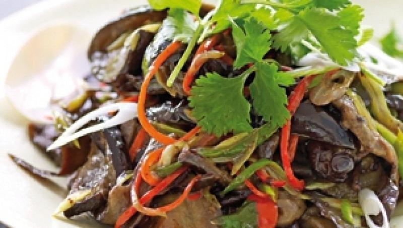 Reteta: Salata de vinete cu fasole neagra