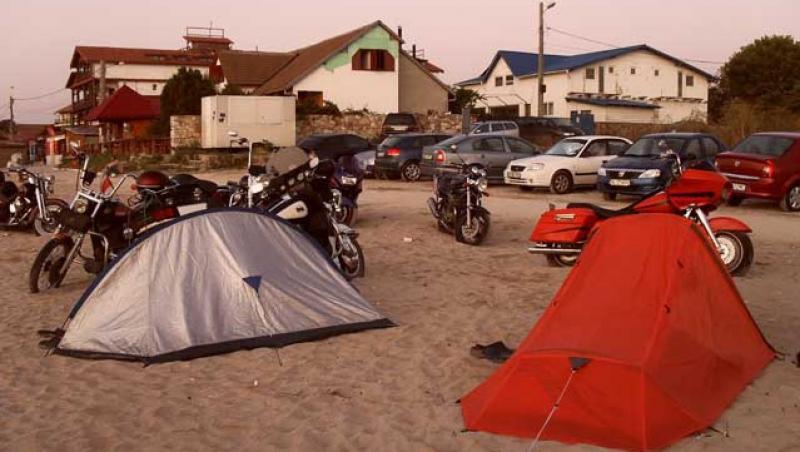 Reportaj! Cu asfaltul pe plaja, in Vama Veche