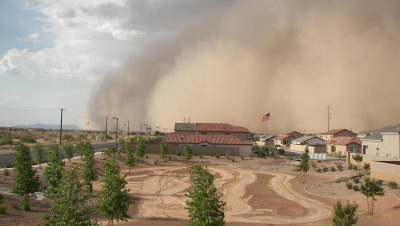 VIDEO! O furtuna de nisip a lovit orasul american Phoenix