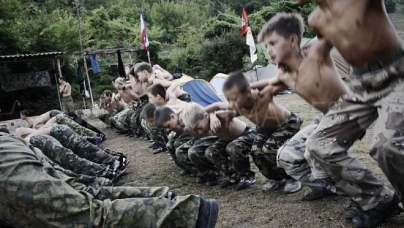 VIDEO! Tabara militara controversata. Tu ti-ai trimite copilul aici?