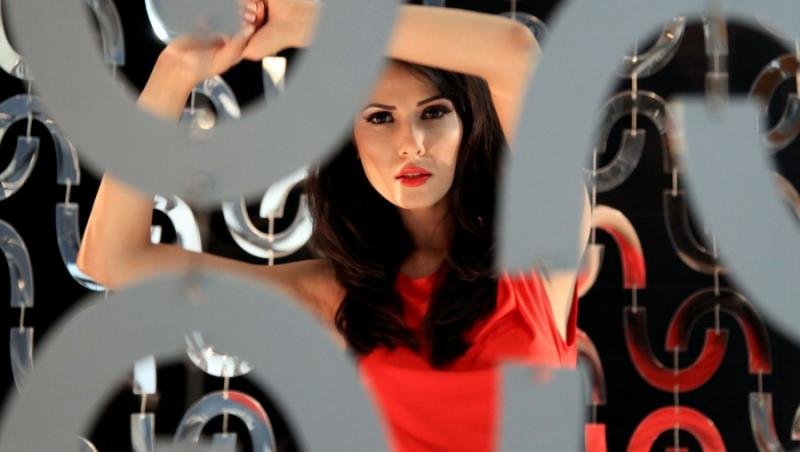 VIDEO! Alexandra Badoi si-a lansat azi primul videoclip!