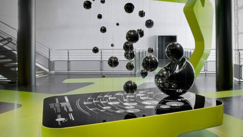 FOTO! Expozitie de mobilier futurist