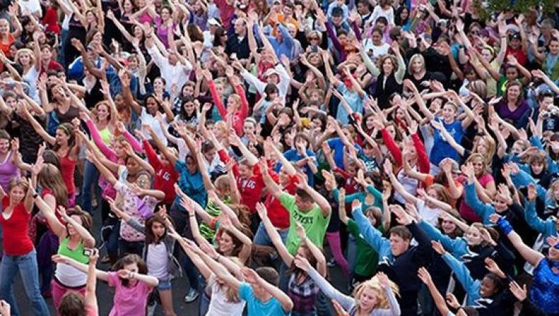 Flashmob PSD in fata Palatului Cotroceni: Basescu va primi cartonas rosu pentru sustinerea proiectului Rosia Montana