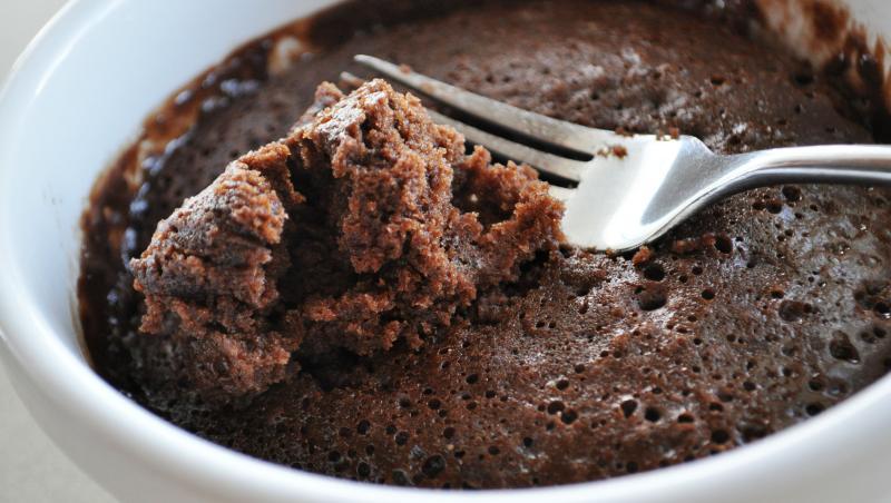 Cum să prepari un super desert în doar două minute, cu foarte puţine ingrediente! VIDEO cu toţi paşii