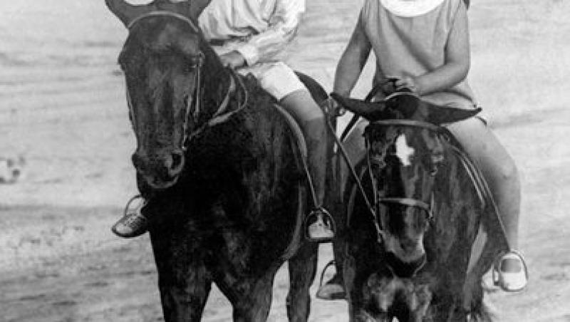Regele Mihai a murit! Un ziar francez a publicat o serie de fotografii rare cu Majestatea Sa. Priviți cu câtă bucurie sufla în lumânări în ziua în care a împlinit 90 de ani!