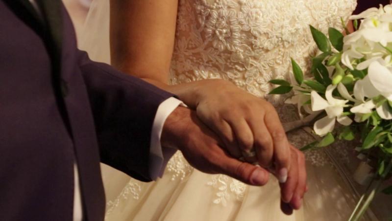 """Primele imagini de la """"Nunta cu scântei"""" a Constantinei şi lui Raymond. Nașii, mai celebri decât mirii!"""