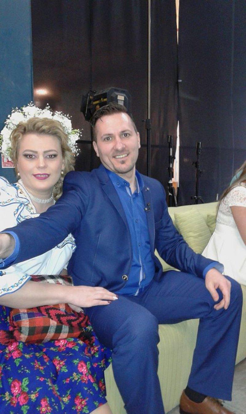 """Bebe şi Rodica, o privighetoare a muzicii populare românești,  au ales """"Nunta cu scântei"""" pentru a-şi uni destinele! Fanii: """"Femeia-bărbat a devenit o divă!"""""""