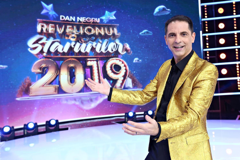 Măști spectaculoase și zeci de vedete la Revelionul Starurilor 2019, prezentat de Dan Negru, la Antena 1