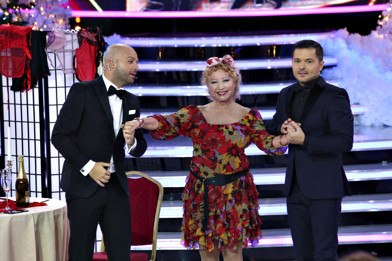 """Inegalabila doamnă a teatrului românesc, Rodica Popescu Bitănescu, dă startul distracției la petrecerea ,,Show si-așa""""! Cu mamele de băieți este clar că nu ai nicio șansă!"""