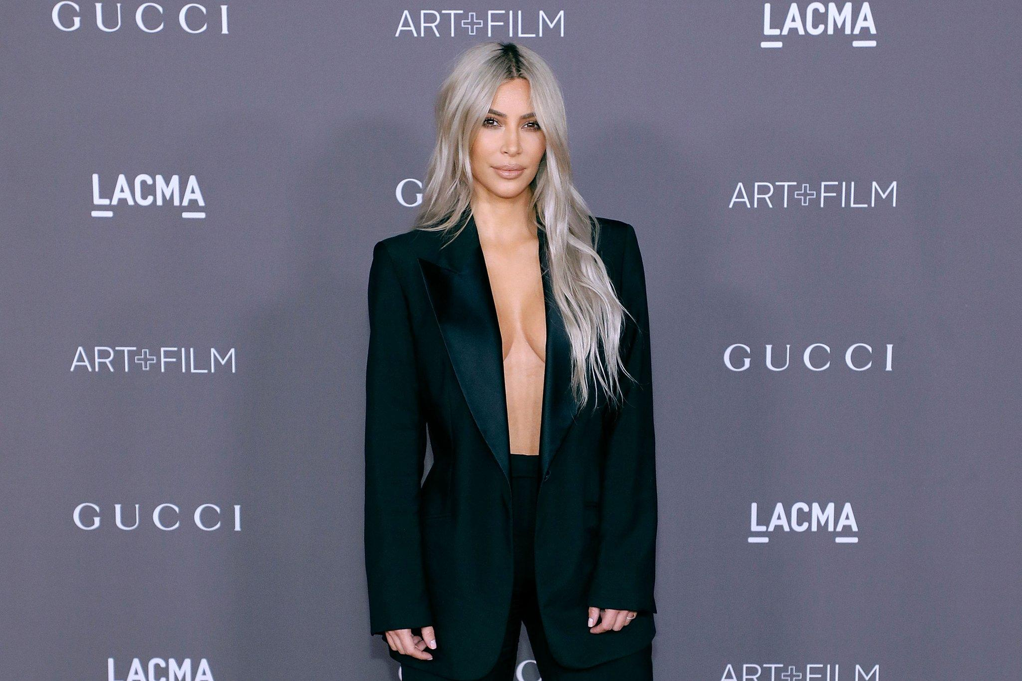 S-a făcut, DIN NOU, de râs! Kim Kardashian, greşeală JENANTĂ de Photoshop. Imaginea care face furori pe internet