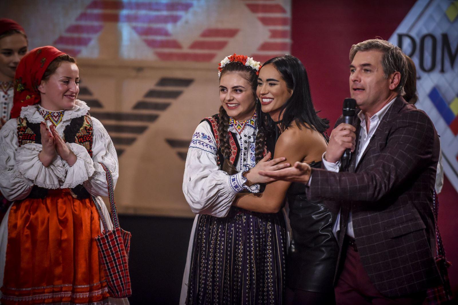 """Denisa, câștigătoarea """"Ie, Românie"""" – Crișana, este studentă la Matematică. Emisiunea prezentată de Mircea Radu a ajuns la final"""