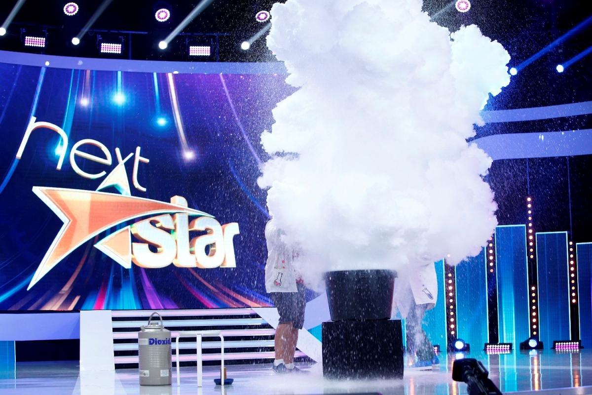 """Un concurent aduce norii și pasta de dinți de dinozaur, în platoul """"Next Star"""""""