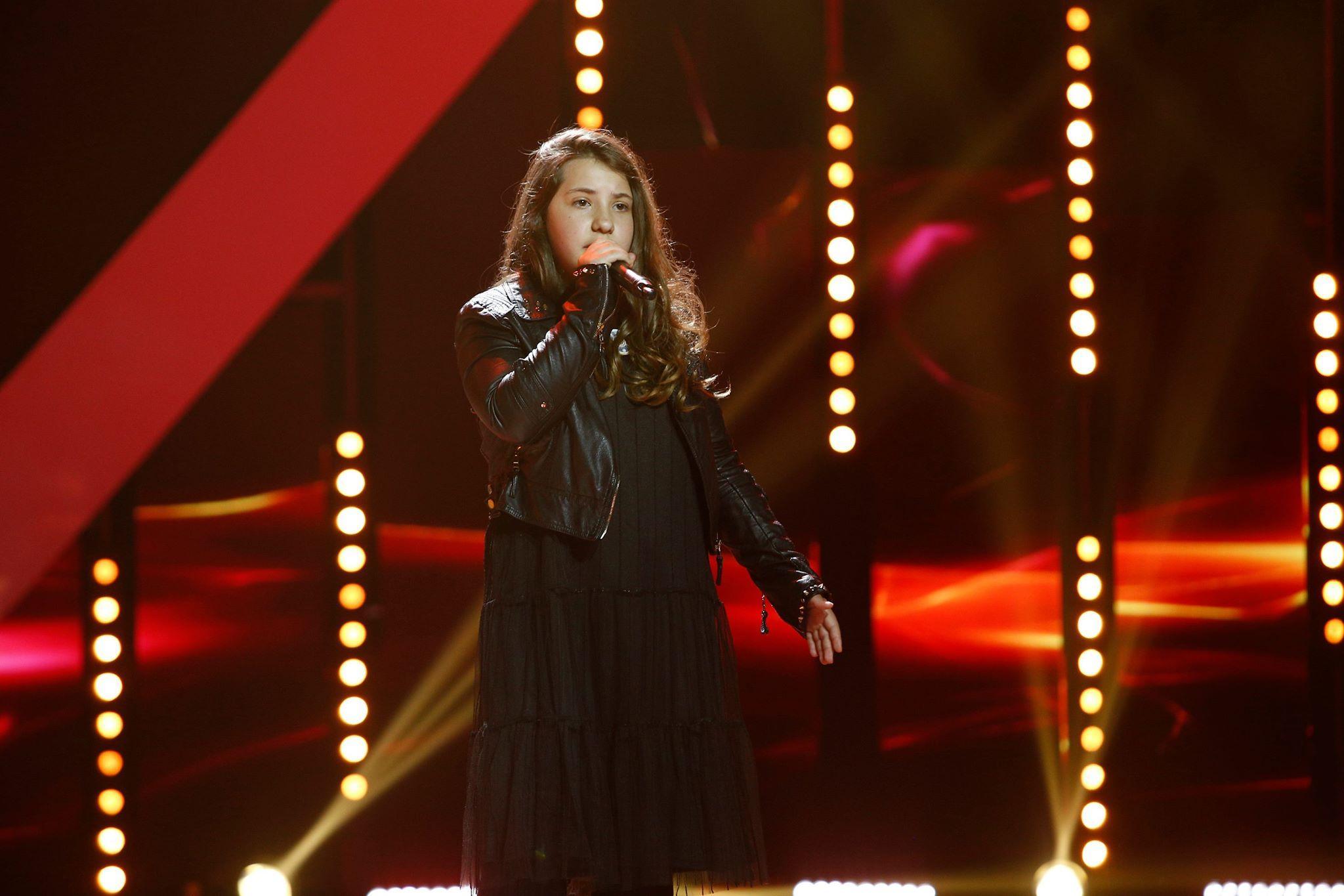 """Ce curaj să cânți o asemenea piesă. Alexandra o voce de care vom mai auzi: """"Ai un glas superb"""""""