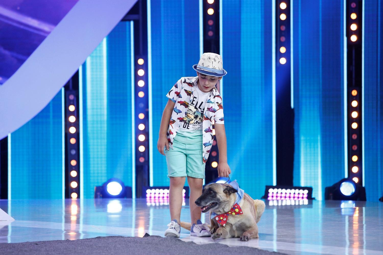 """Mic, dar talentat. Teo Angheluță, moment special cu cel mai bun prieten. Dresura de câini îi topeşte pe juraţi: """"Doamne, nu mă aşteptam la asta"""""""