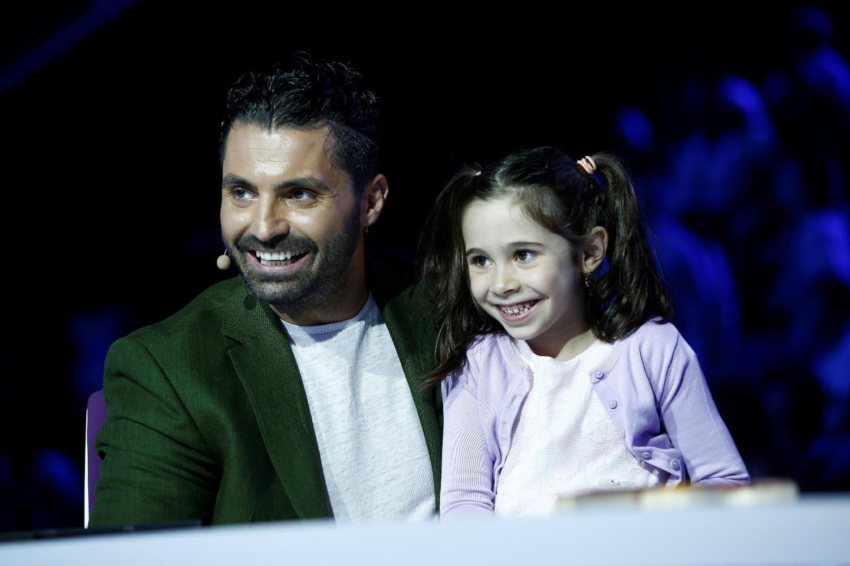"""Maria, fiica lui Pepe, în vizită la tati la serviciu, în platoul """"Next Star"""""""