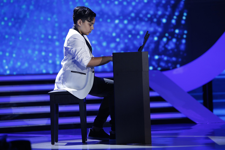 Talentul lui Alberto îl eclipsează pe al tatălui! Nicolae Guță are motiv de mândrie: fiul lui este un pianist desăvârșit!
