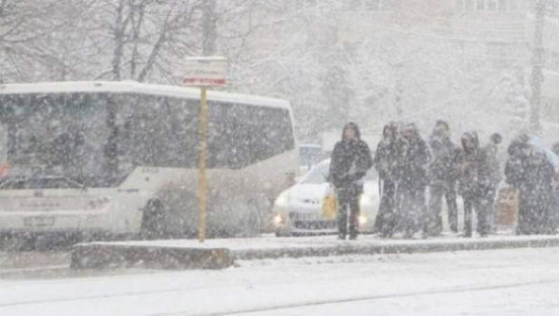 Ninge puternic în Capitală la această oră! Meteorologii sunt în alertă: Stratul de zăpadă creează deja probleme