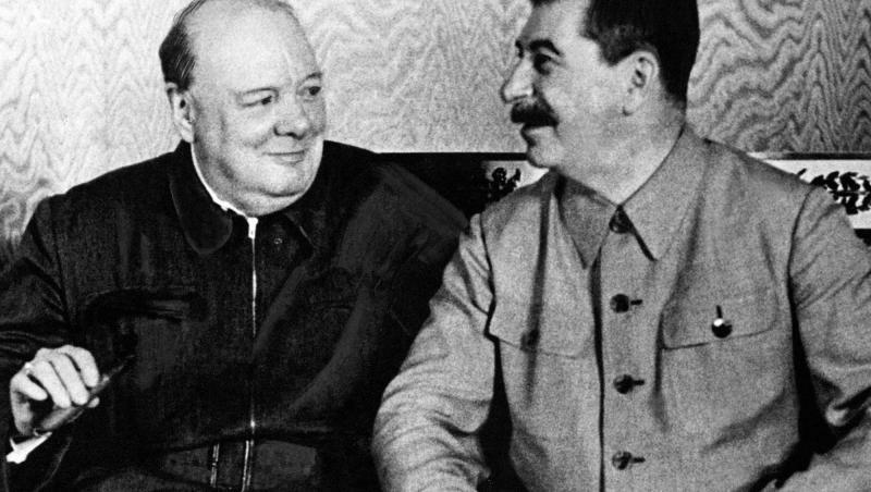 """Churchill (stânga) și """"fratele"""" Stalin, în ziua în care au decis să-și împartă partea această de lume"""
