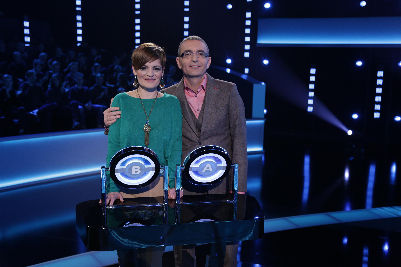 """The Wall. Oana și Mihai, un cuplu modern, """"o familie de weeked""""  luptă pentru a oferi fiicei lor o casă!"""