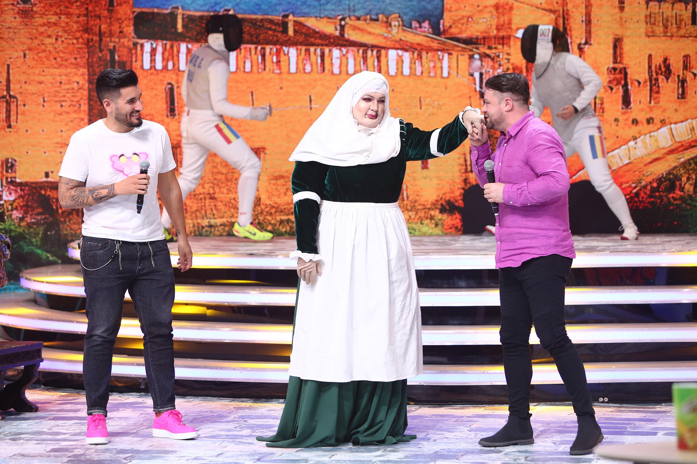 """Apariție gingașă la Scena Misterelor! Doica din Romeo și Julieta a fost recunoscută imediat de foștii colegi: """"E un renumit goalgetter"""""""