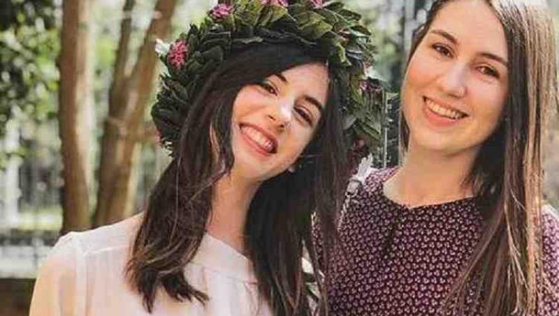 Sute de oameni le plâng pe Otilia si Veronica. Cele două prietene, moarte în accident, vor fi înmormântate împreună