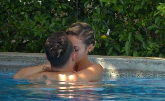 Încă o cădere în ispită, pe Insula Iubirii! Costas și Nicoleta, momente fierbinți în piscină – Video