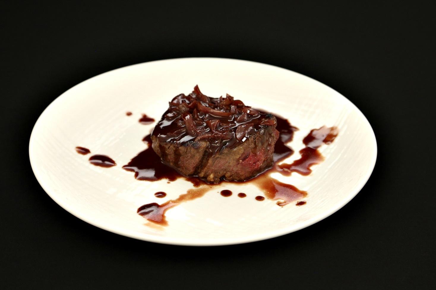 Mușchi de vită la grătar cu sos de ciocolată