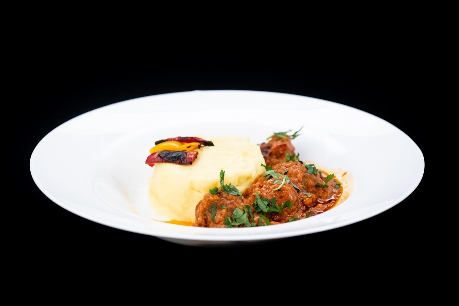 Rețeta spaniolă Albondigas con salsa de tomate. Rețetă de chiftele în sos de roșii