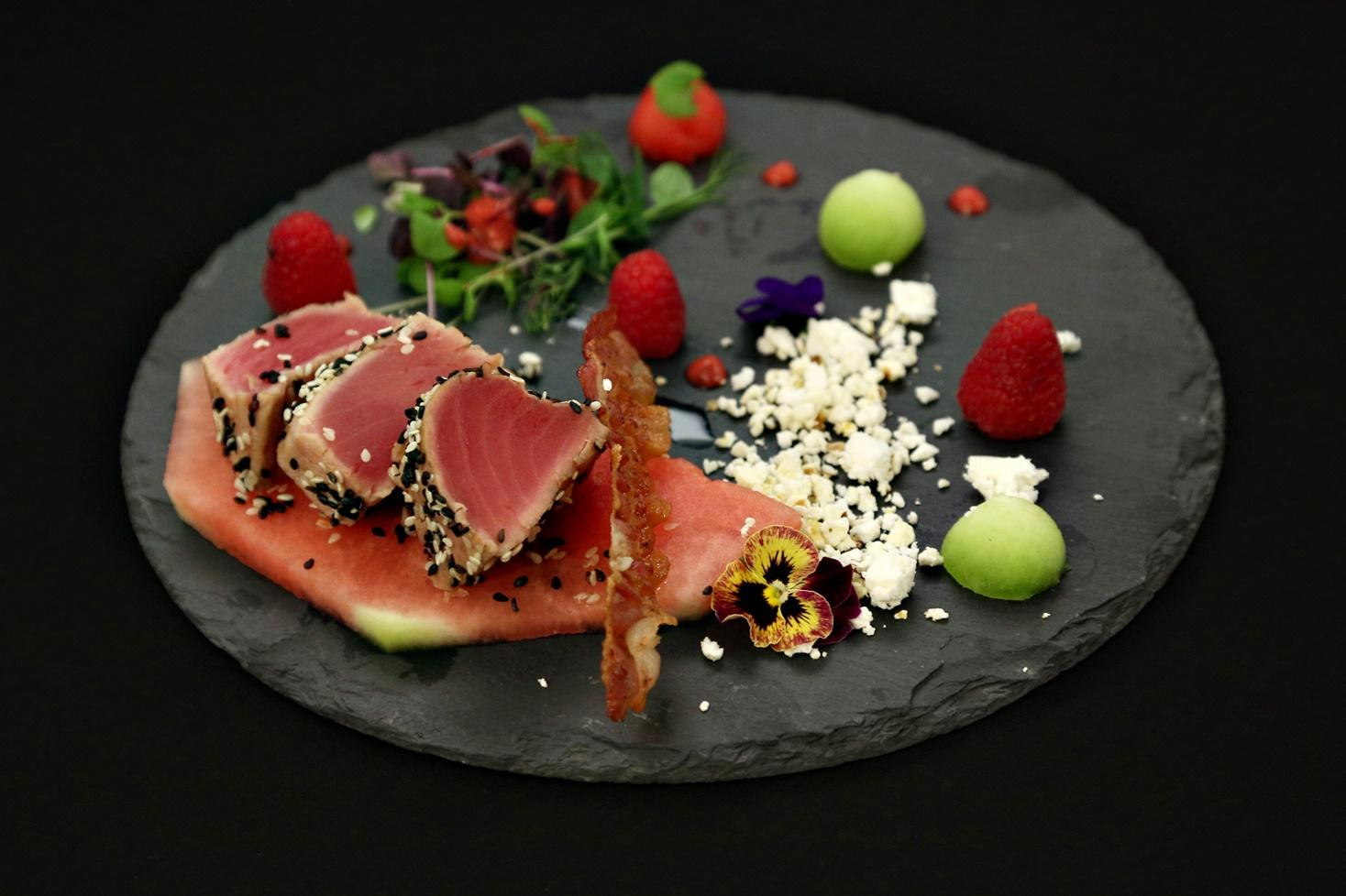 Rețetă de ton în crustă cu pepene verde si pepene galben