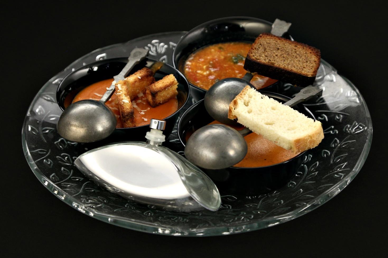 Supă cremă de roșii preparată în trei moduri