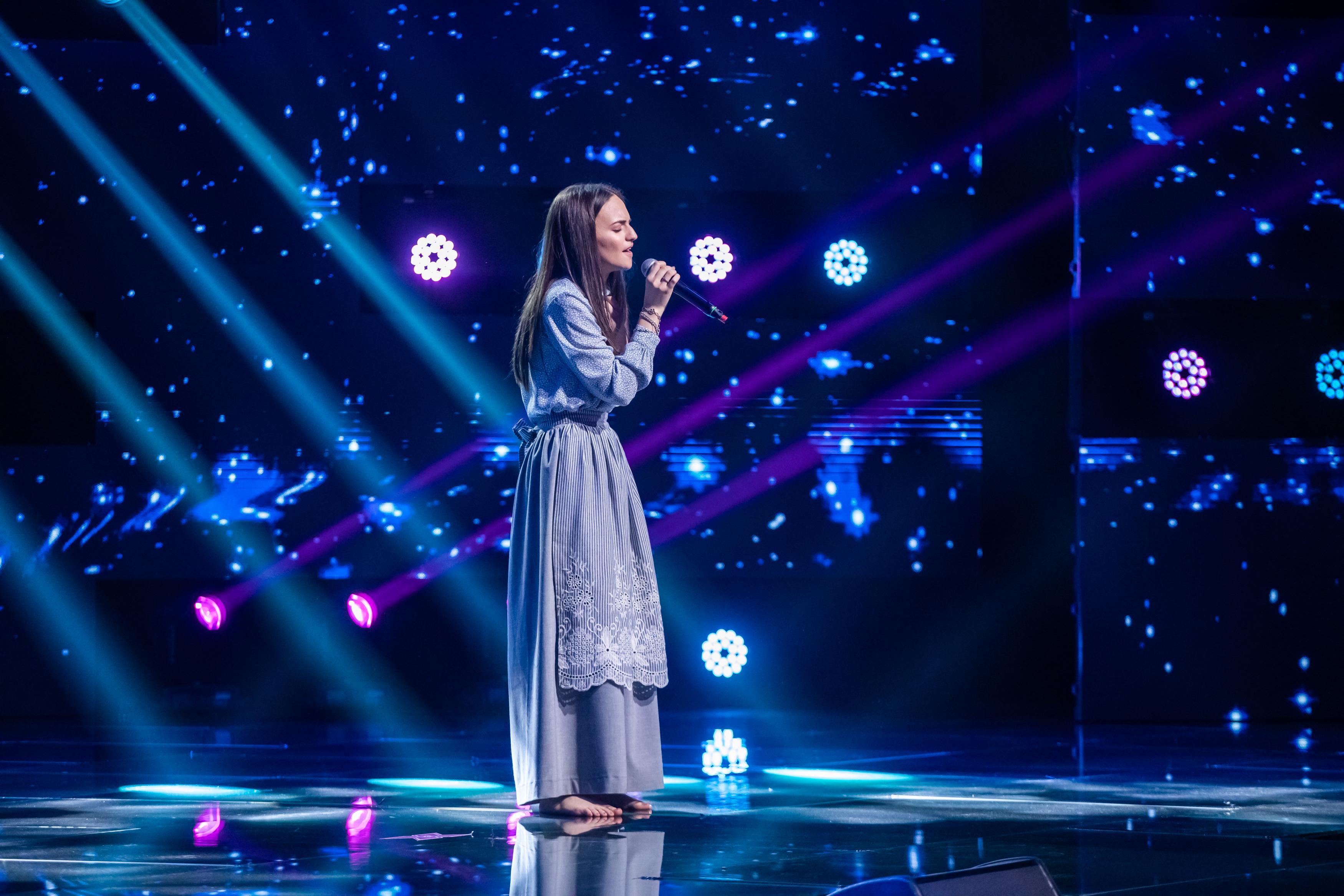 Andrada Maria Ghiduruș, a atras toate privirile asupra ei din primele secunde. Prestație emoționantă pe scena X Factor