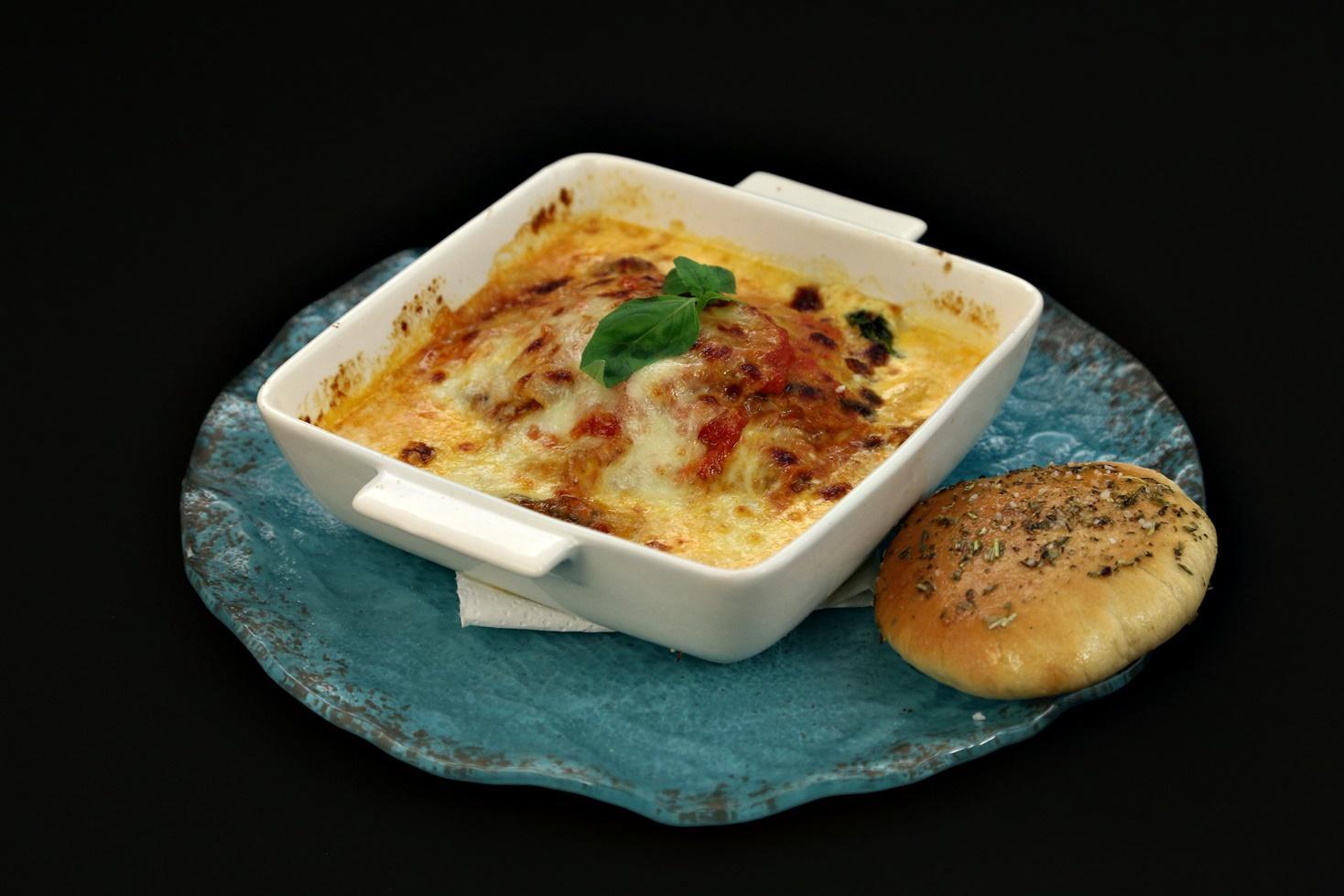 Lasagna cu vinete la cuptor și lipii cu ierburi aromate