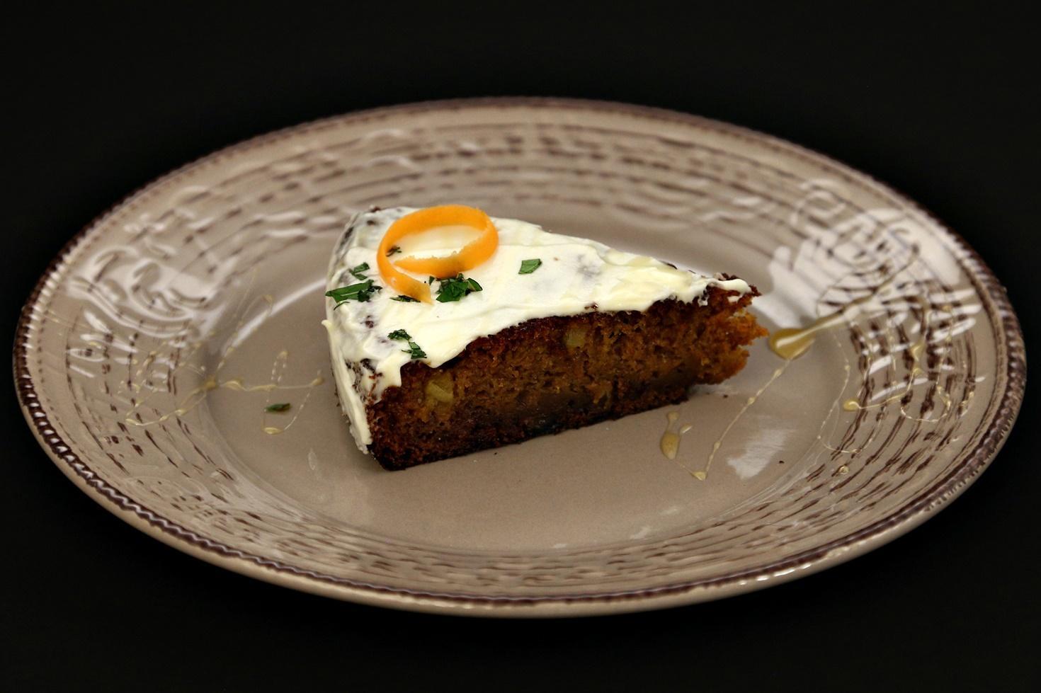 Tort de morcovi cu ananas și cremă de brânză. Carrot cake