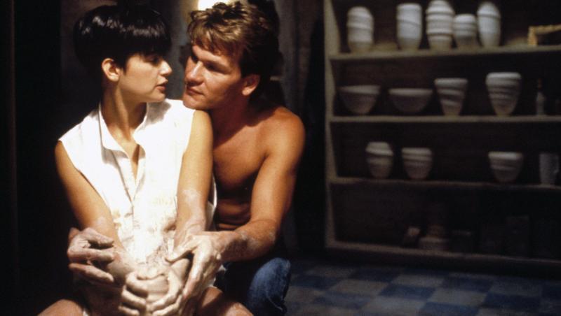 """Demi Moore alături de Patrick Swayze în filmul """"Fantoma mea iubită"""", din 1990"""