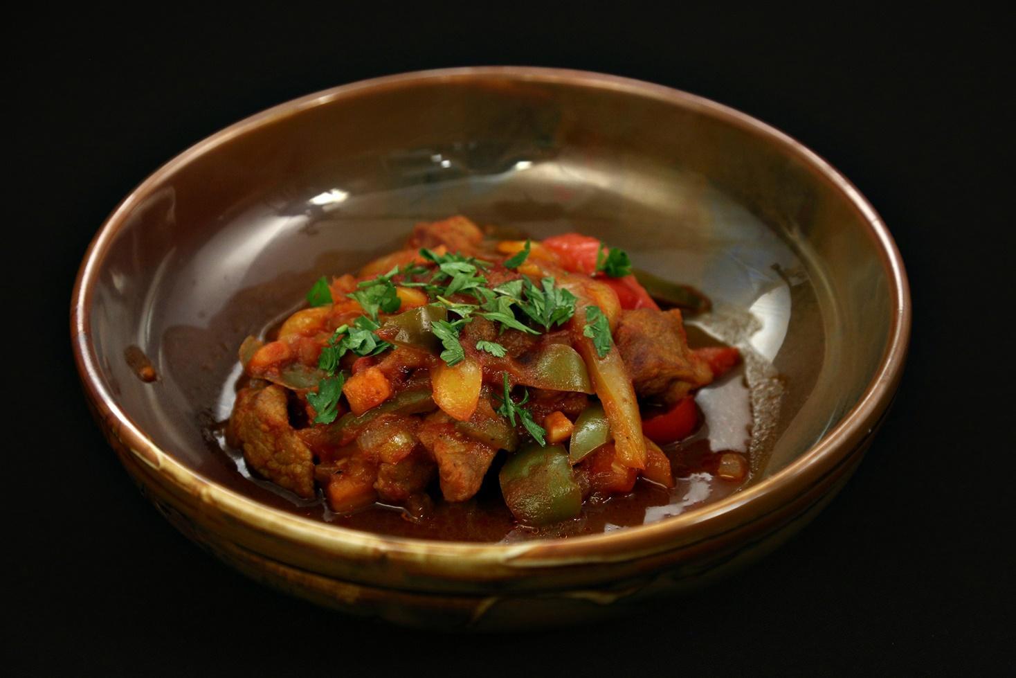 Rețetă de tocăniță de porc cu ardei gătită de Andrei Hîncu la Chefi la cuțite