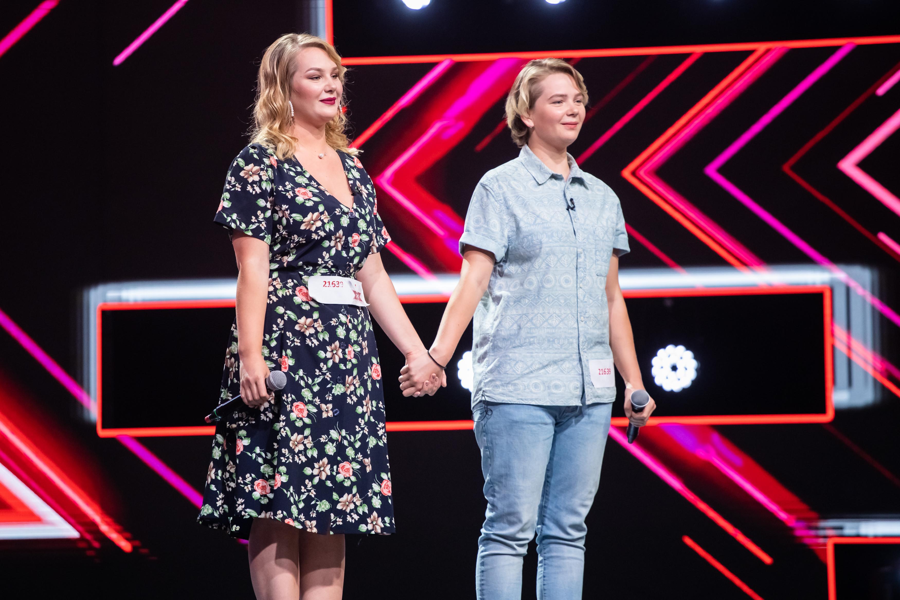 Diana și Ioana Conta, prima dată pe o scenă atât de mare. Interpretarea care le-a trimis direct în Bootcamp
