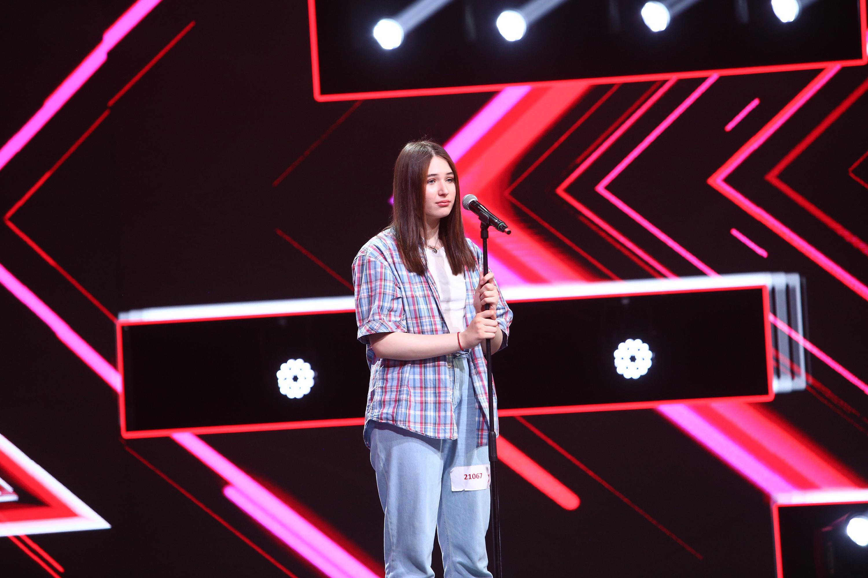 """Zorana Samson, o adevărată apariție pe scena X Factor: """"Ești bombiță. Eu nu am mai auzit pe nimeni cu așa un timbru special"""""""