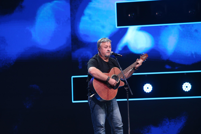 """X Factor 2020. Virgil Marius Bob i-a distrat copios pe jurați cu versurile piesei """"Nu mai beau"""". Loredana: """"Super tare, Bobi"""""""