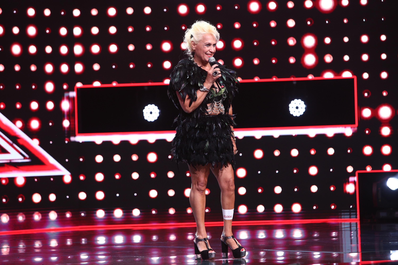 """X Factor 2020. Silvia Mitrache are 61 de ani și i-a ridicat în picioare pe jurați: """"Sunteți un exemplu pentru toți concurenții"""""""