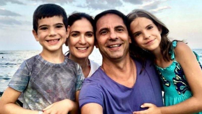 Dan Negru alături d esoție și cei doi copii