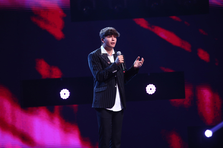 """X Factor 2020. Eden Loren, italianul cu voce impecabilă i-a cutremurat pe jurații X Factor. """"Ce mai voce!"""""""