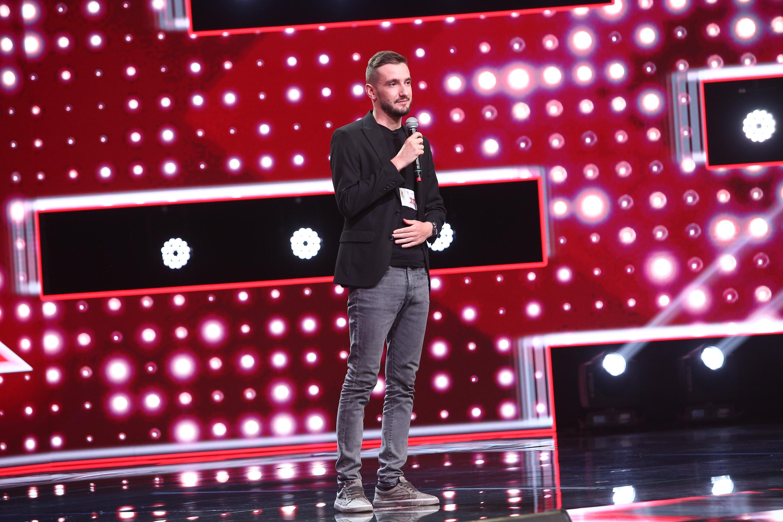 """X Factor 2020. Gabriel Cîndea, de la radio pe scena X Factor. """"Ai o voce epică"""""""