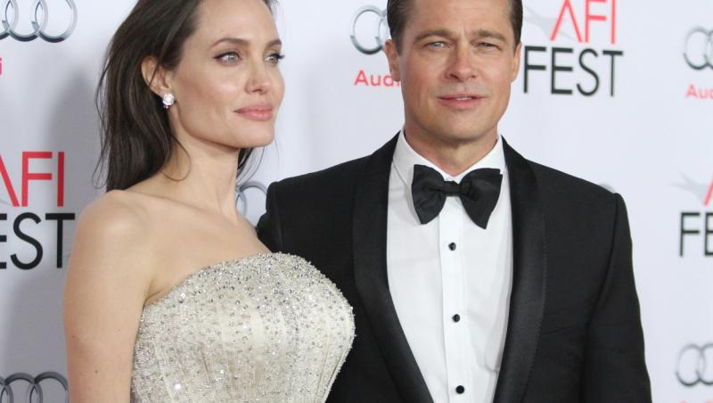 Angelina Jolie si Brad Pitt, pe vremea cand formau un cuplu si dormeau in paturi separate