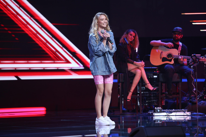 """X Factor 2020. Oana Velea i-a cucerit pe jurați cu frumusețea și """"cristalul din glas"""". Ce a decis Ștefan Bănică în privința ei"""