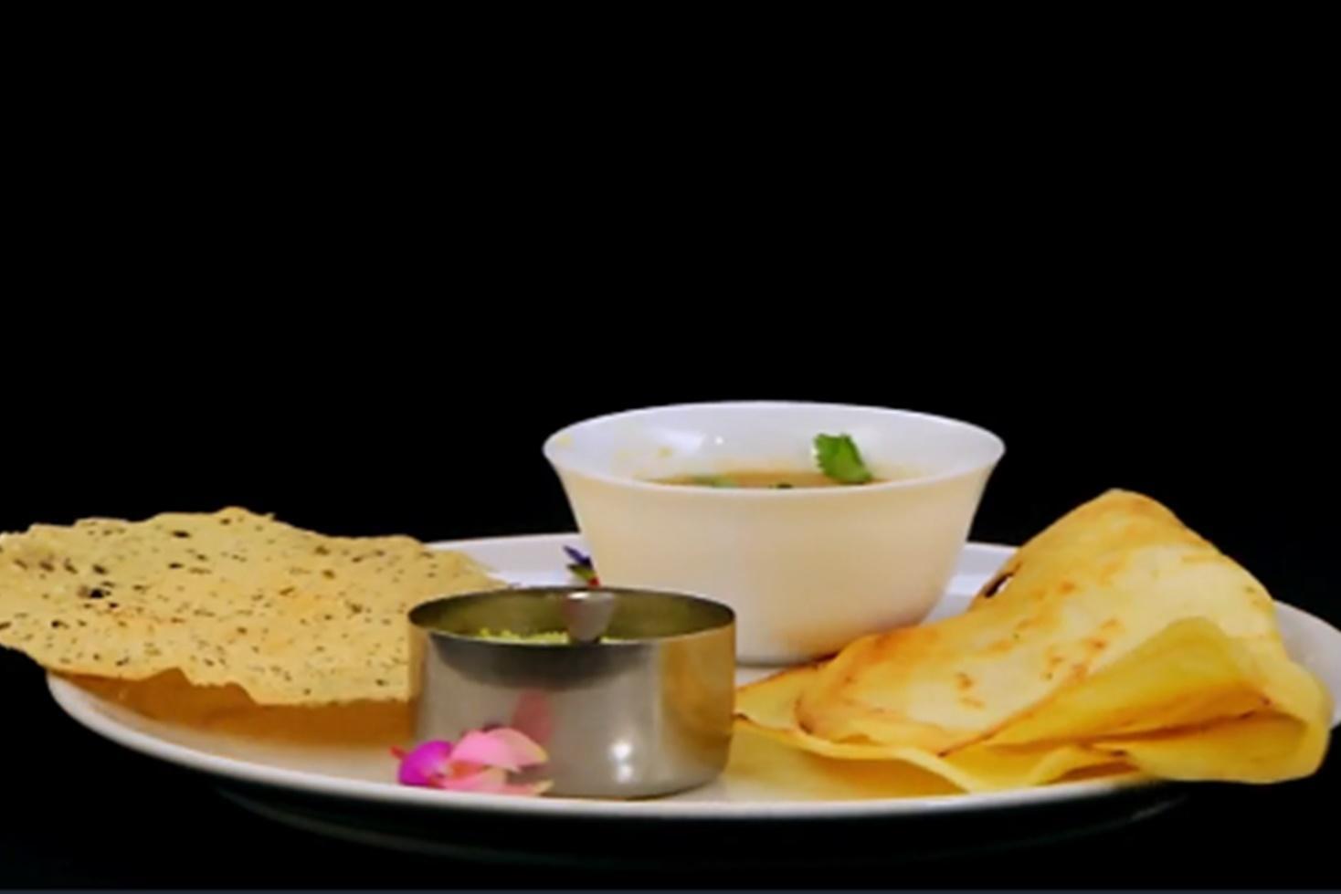 Mic dejun indian - Dosa cu coconut chutney și sambar