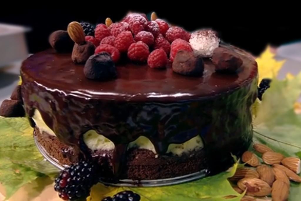 Rețetă de tort festiv cu ciocolată și cremă de vanilie