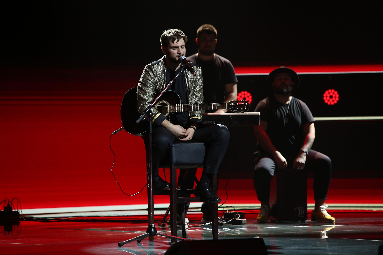 """X Factor 2020, Semifinală. Adrian Petrache, semifinalistul Loredanei, a adus emoție pe scenă. """"Gipsy Kings în franceză!"""""""
