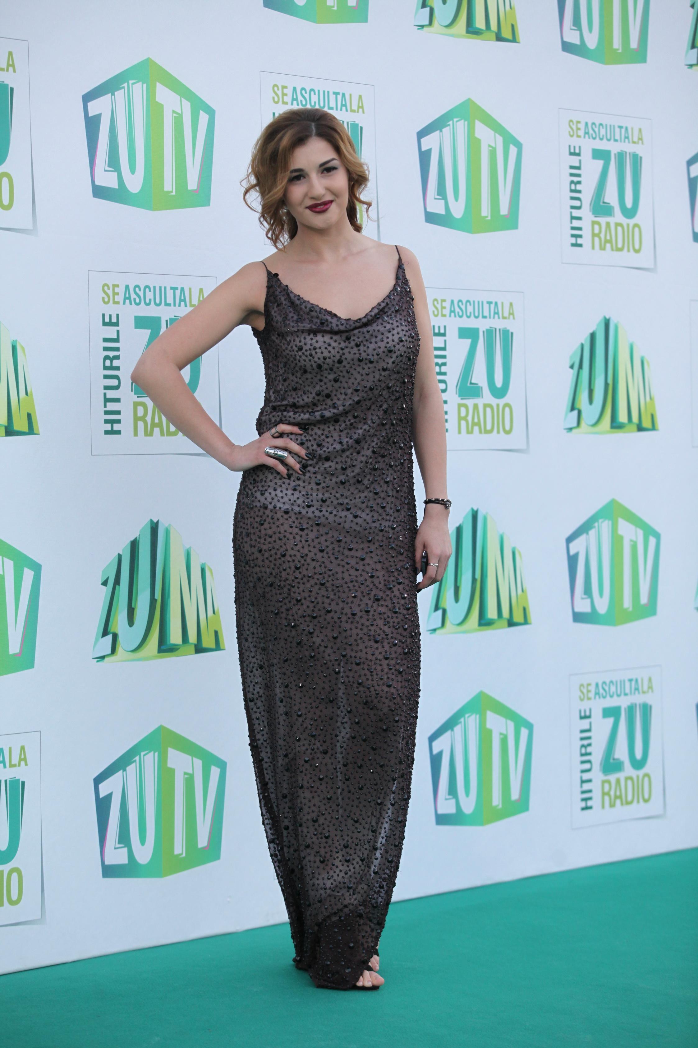 Alina Eremia, într-o rochie de gală, în 2014