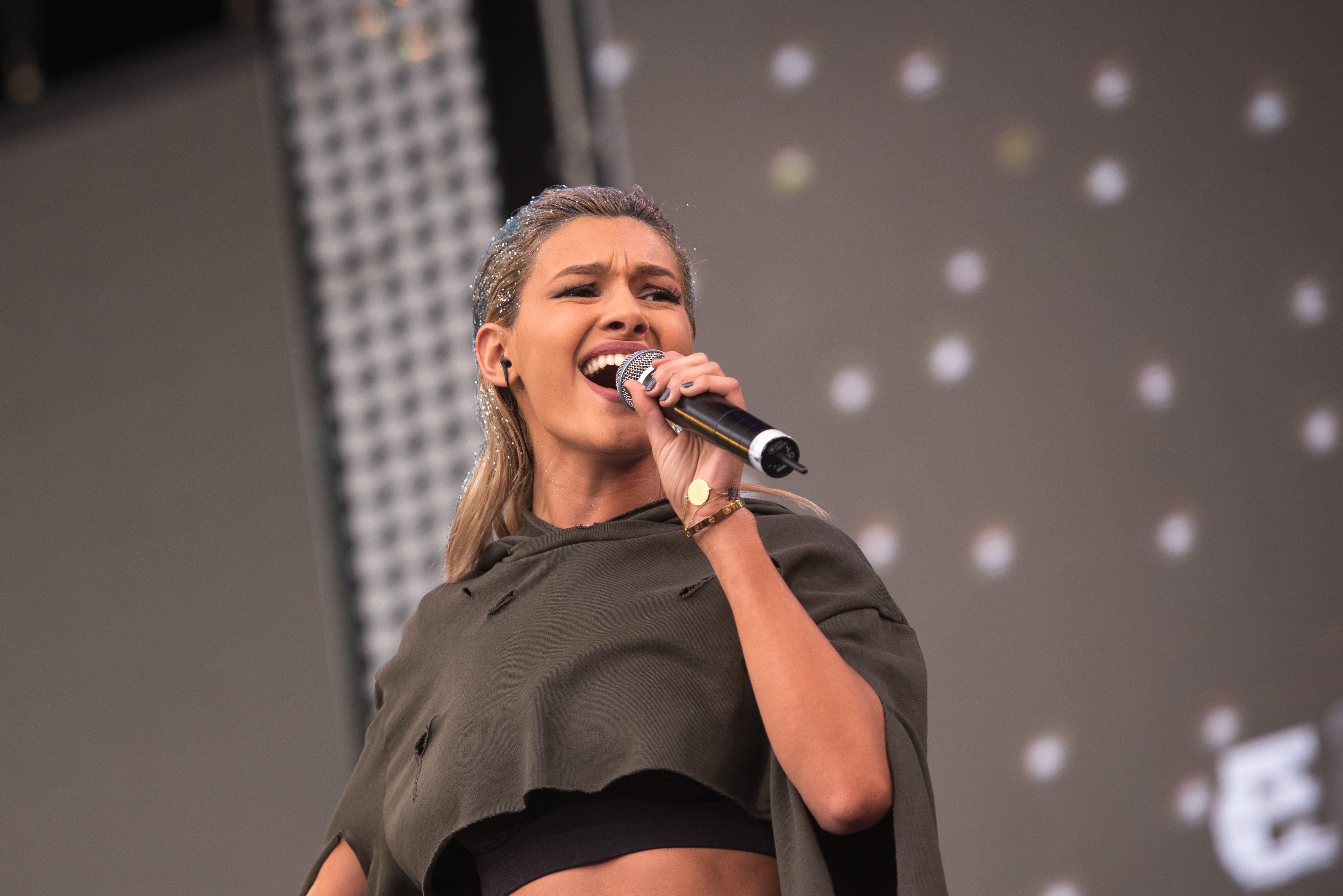Alina Eremia, pe scenă, în anul 2016