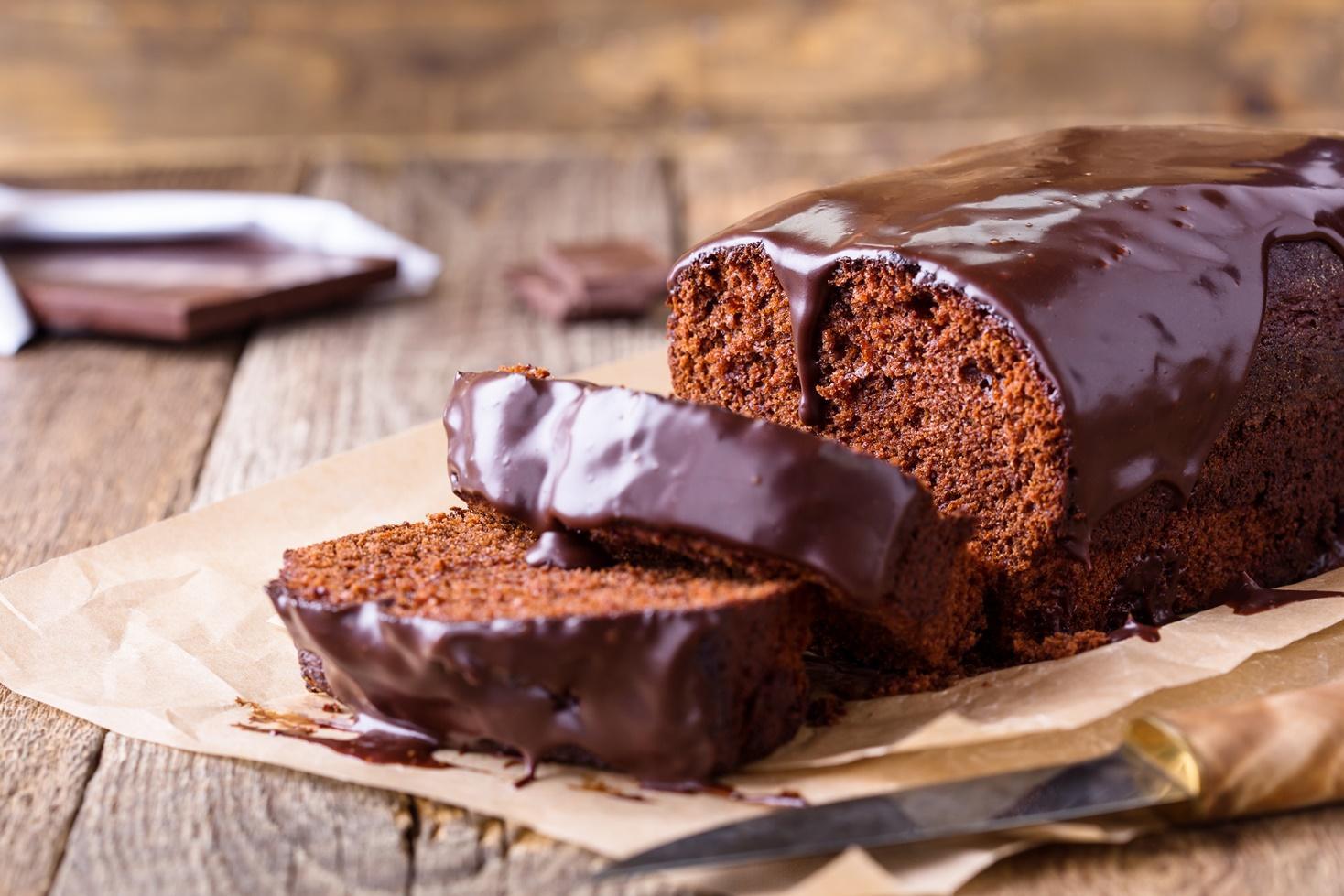 Rețetă de chec din aluat de turtă dulce și glazură de ciocolată